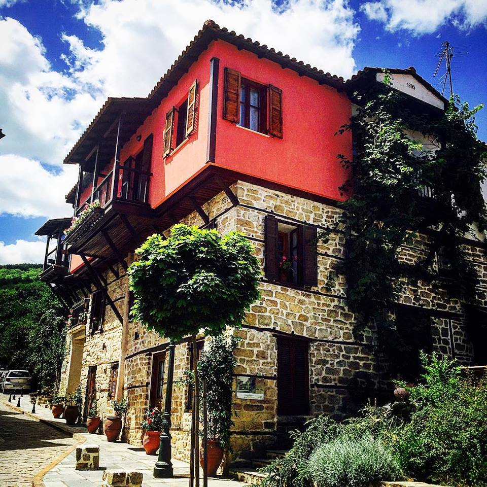 Χειμωνιάτικη απόδραση στον εντυπωσιακό  παραδοσιακό οικισμό της Αρναίας!