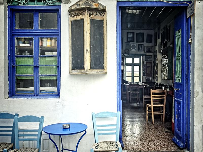 Το καφενείο του Μουγγού είναι 100 ετών και πολλές φορές δεν κλείνει καθόλου τα βράδια.