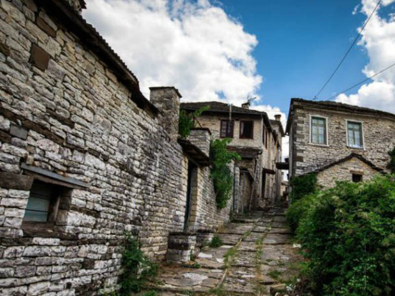 Το ελληνικό χωριό που απαγορεύονται τα…αυτοκίνητα και έχει το ψηλότερο σπίτι στα Ζαγοροχώρια,