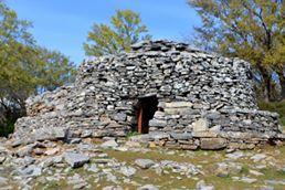 """""""Τυρί της Τρύπας» ο δυσεύρετος Θησαυρός πού φτιάχνουν οι κτηνοτρόφοι της Κρήτης σε σπηλιές και τρύπες!"""