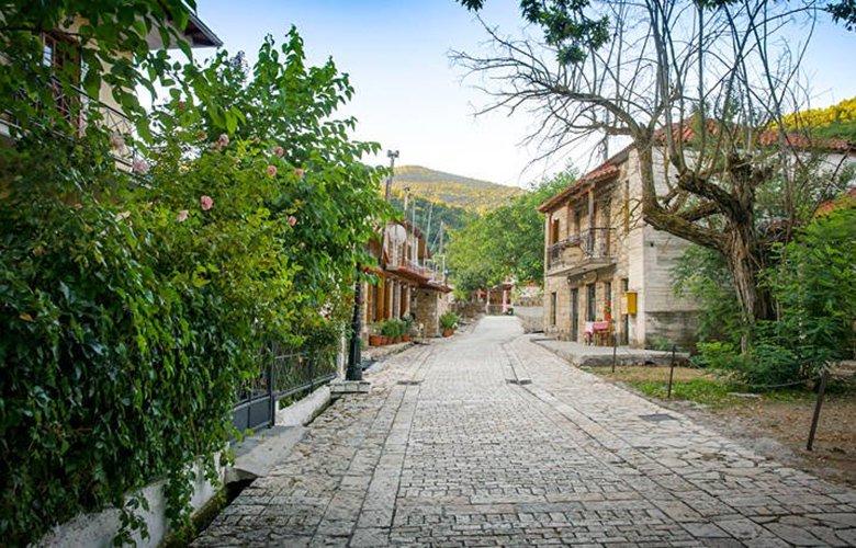 Ζαρούχλα,το παραδεισένιο χωριό μόλις δύο ώρες από την Αθήνα