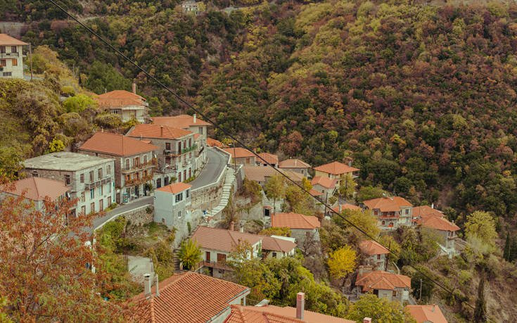 Το «κρεμαστό χωριό της Πελοποννήσου» με την ένδοξη ιστορία , πατρίδα των Δεληγιανναίων