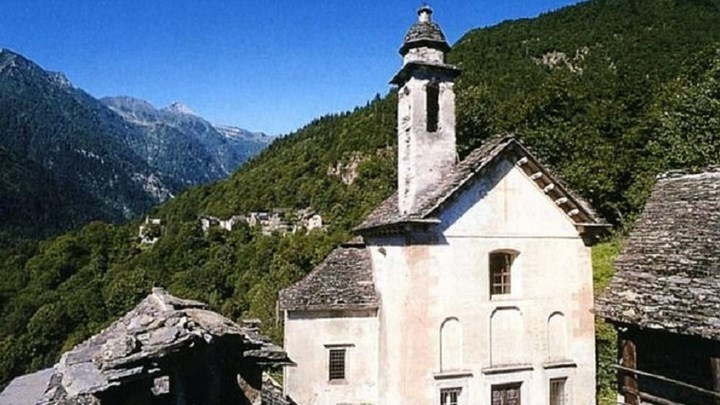 Χωριό προσφέρει 9.000 ευρώ σε όποιον μετακομίσει εκεί και αποκτήσει παιδί