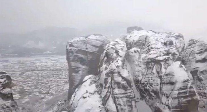 ΔΕΝ ΕΧΕΤΕ ΞΑΝΑΔΕΙ ΤΕΤΟΙΑ ΟΜΟΡΦΙΑ:Εκπληκτικό βίντεο από τα χιονισμένα Μετέωρα!!!!