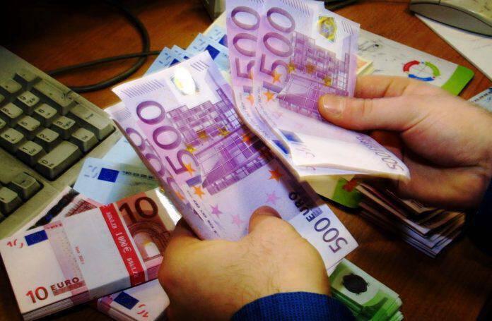 Μοιράζουν 13.500.000 ευρώ στα κόμματα εν μέσω κρίσης!
