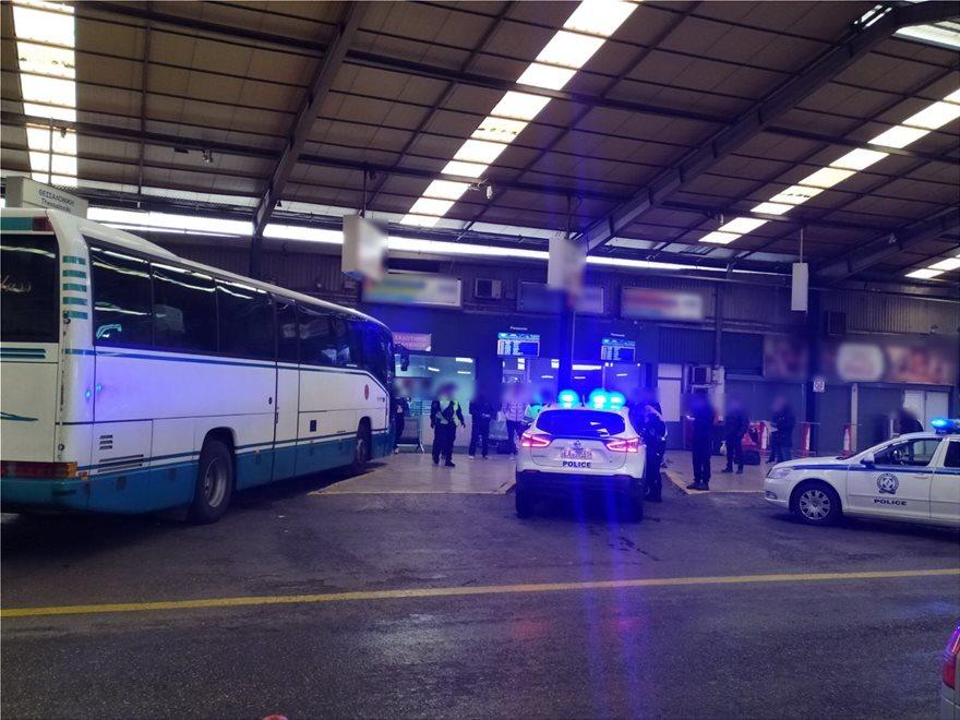 Xαμός στα ΚΤΕΛ Κηφισού: 17 άτομα πήγαν να επιβιβαστούν σε λεωφορείο για τα ΓΙΑΝΝΕΝΑ χωρίς χαρτιά! (ΒΙΝΤΕΟ & ΦΩΤΟ)