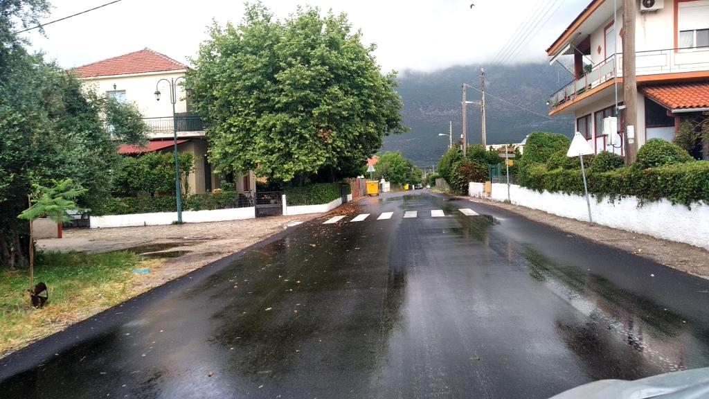 Ασφαλτοστρώθηκε από την είσοδο του Βάρνακα ο οικισμός, το Βάρνακας – Κανδήλα, ο κεντρικός δρόμος στην Κανδήλα προς Μύτικα έως το βενζινάδικο Avin