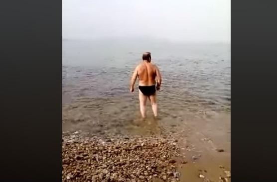 """""""Γιώργ τι τι κοιτάς τι θάλασσα απο μακριά;""""ΑΠΙΣΤΕΥΤΟ ΓΕΛΙΟ!"""