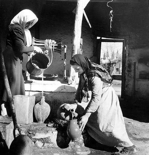 Αναμνήσεις:Το Αμίλητο Νερό που κουβαλούσε μια Μαρία για το Εθιμο του Κληδονά!