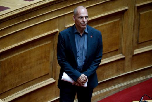 Βαρουφάκης: «Να τυπώσει η ΕΚΤ 750 δισ. ευρώ και να δίνει σε κάθε πολίτη 2.000 κάθε μήνα»