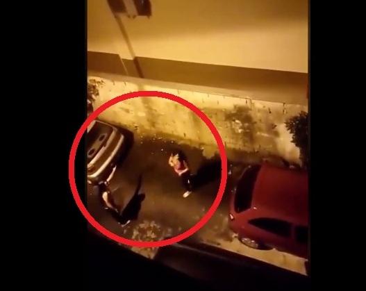 """Τι πήγαν να κάνουν οι 2 """"κυρίες"""" πίσω από το αμάξι – Τις τσάκωσε ο γείτονας και..! (ΒΙΝΤΕΟ)"""
