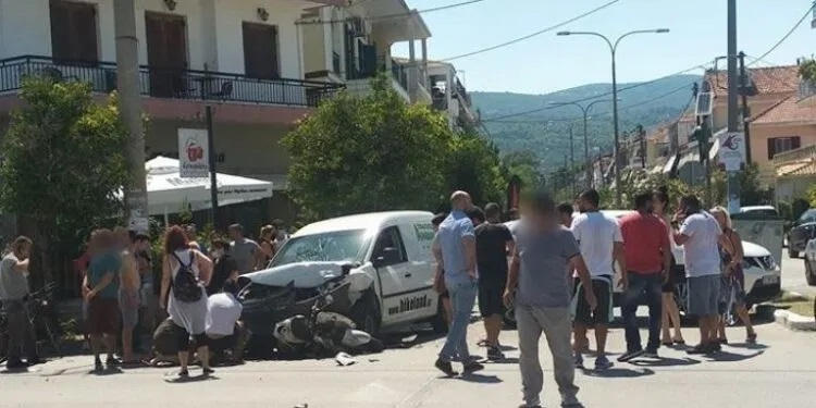 Σοβαρό τροχαίο στη Λευκάδα,σε κρίσιμη κατάσταση οδηγός μηχανής!