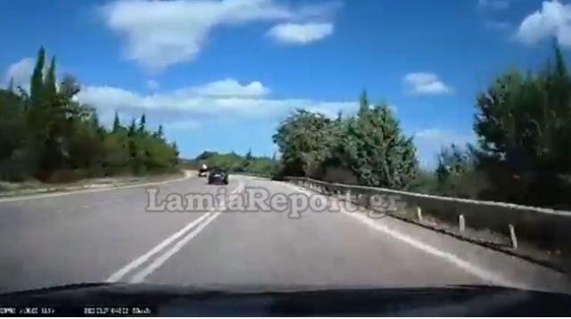Βίντεο σοκ με οδηγό να κινείται στο αντίθετο ρεύμα – Στο τσακ απέφυγε μετωπική με 5 αυτοκίνητα