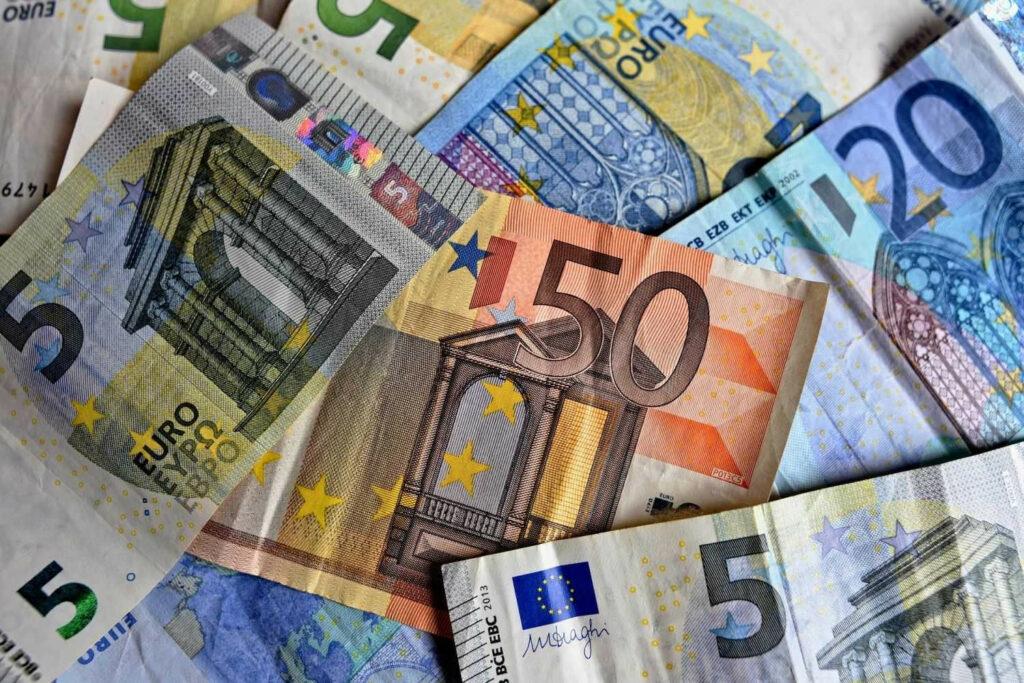 Νέοι δικαιούχοι για το «κορωνο-επίδομα» των 800 ευρώ