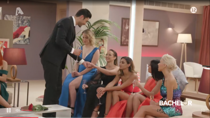 The Bachelor: Αντιδράσεις από την πρεμιέρα – «Πιο trash και από το big Brother» (Video)