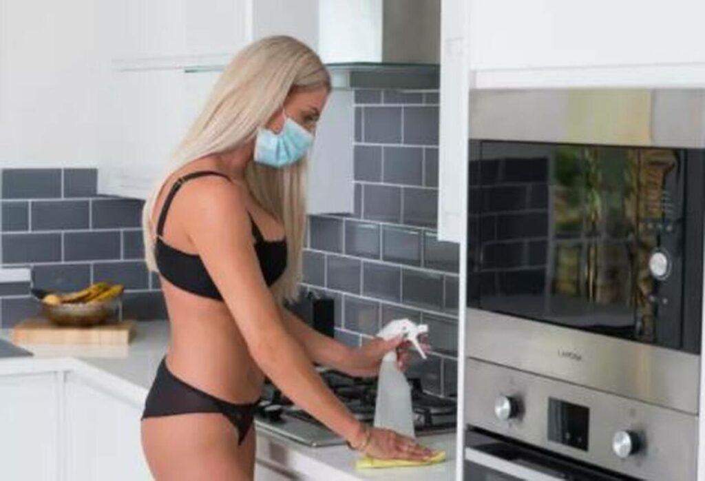 Γυμνές… καθαρίστριες: Κάνουν χρυσές δουλειές λόγω κορωνοϊού (φωτο)