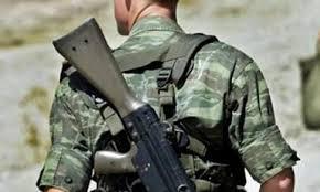 Φαντάρος πυροβόλησε κατά λάθος δύο στρατιώτες στον Ασπρόπυργο