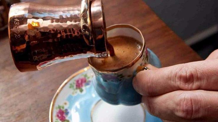 Γιατί δεν πρέπει να ξαναπιείς καφέ αμέσως μόλις ξυπνήσεις