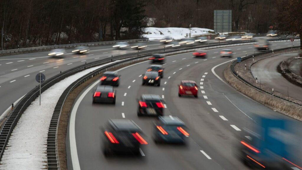Τράκαρε στην εθνική οδό ενώ πήγαινε με… 240 χλμ/ώρα (ΒΙΝΤΕΟ)