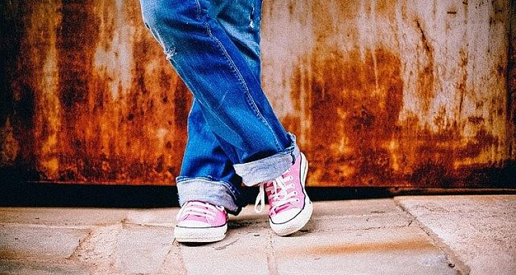 Τι λέει ο Π.Ο.Υ. για την πιθανή εξάπλωση του κορωνοϊού από τα παπούτσια(ΒΙΝΤΕΟ)