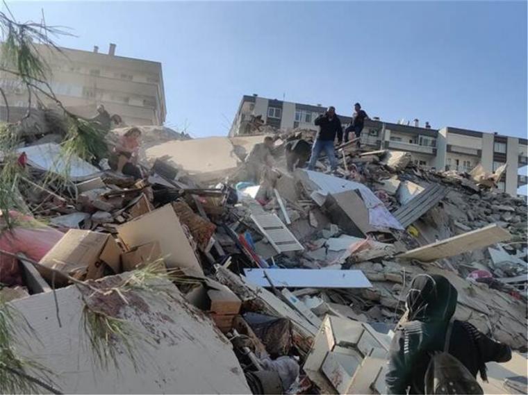 Εικόνες αποκάλυψης: Tέταρτο τσουνάμι χτύπησε την Σάμο – Οι κάτοικοι ανέβηκαν στο βουνό! – Νεκροί και εκατοντάδες τραυματίες στη Σμύρνη