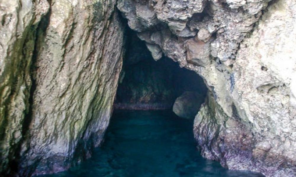 """ΕΚΠΛΗΚΤΙΚΟ: Το """"κρυφό σχολειό"""" μέσα σε θαλάσσια σπηλιά"""