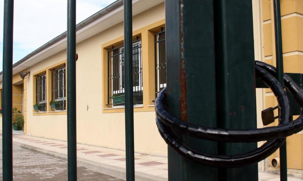 """Κορονοϊός – Σχολεία: """"Λουκέτο"""" σε πάνω από 400 τμήματα και σχολικές μονάδες"""