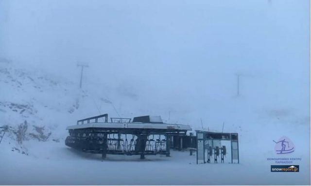 ΕΚΤΑΚΤΟ: Έπεσαν τα πρώτα χιόνια ΣΤΟ ΠΑΡΝΑΣΣΟ!