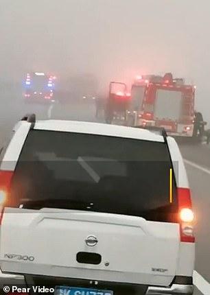Τραγική καραμπόλα βυτιοφόρου με 40 αυτοκίνητα,3 νεκροί[βίντεο]