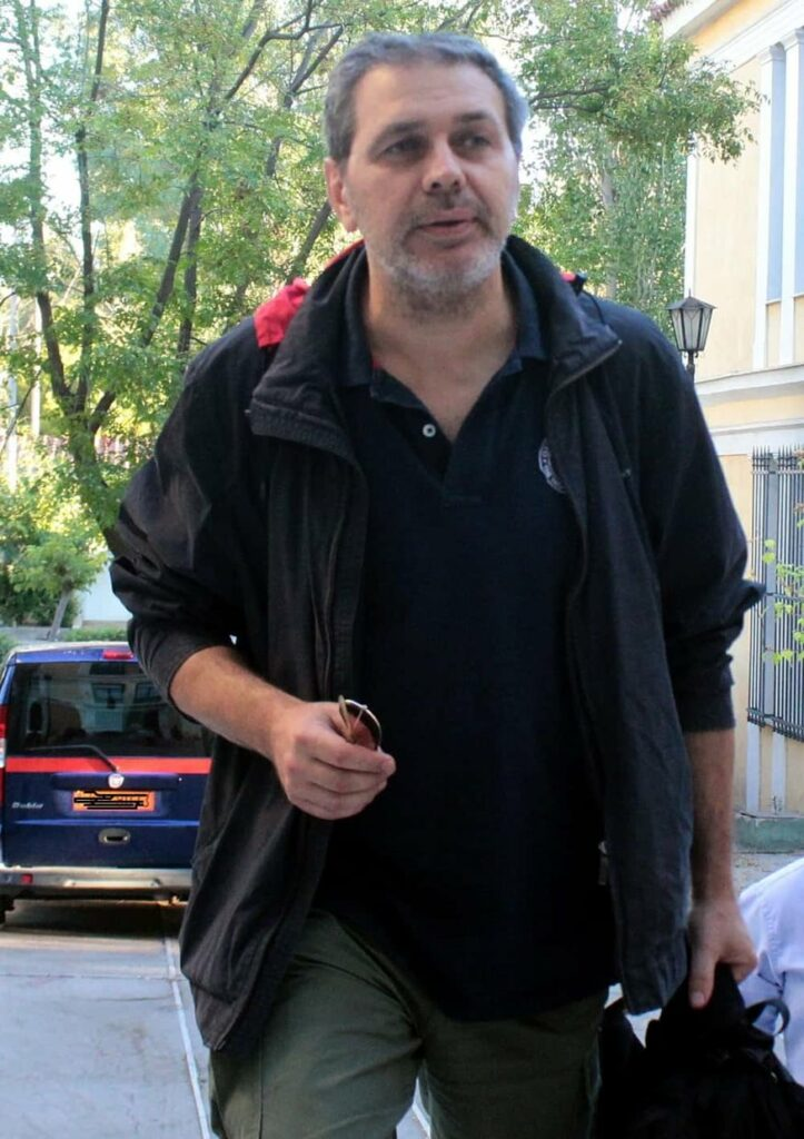 Ύποπτο τροχαίο του Στέφ. Χίου. Αιγύπτιος δράστης τον εμβόλισε και τράπηκε σε φυγή. Εγκλωβίστηκε από την αστυνομία και προσήχθη (ΒΙΝΤΕΟ)