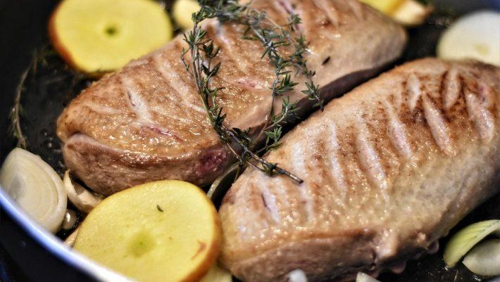 Έρχεται και στην Ελλάδα: Η νέα τάση στο κρέας που κάνει θραύση σε όλο τον κόσμο λόγω κορωνοϊού