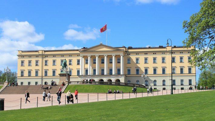 1800 ευρώ πρόστιμο, όλα ανοιχτά: Τα απλά μέτρα της Νορβηγίας που έσωσε τα Χριστούγεννα χωρίς lockdown