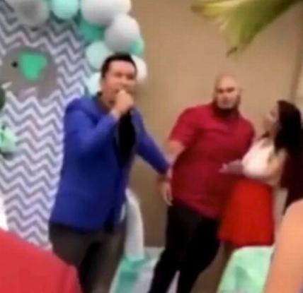 ΧΑΜΟΣ:Ο σύζυγος ανακοινώνει στους καλεσμένους ότι η γυναίκα του είναι έγκυος από άλλον άνδρα (Video)