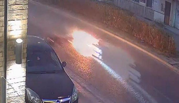 Συγκλονιστικό,μοτοσικλέτα γίνεται «μπάλα φωτιάς» μετά από απότομο φρενάρισμα