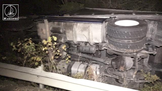 Ανατροπή νταλίκας με 25 τόνους φορτίο στο 14ο χλμ Αμφιλοχίας – Άρτας