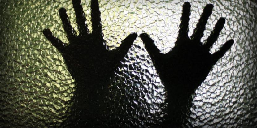 47χρονος τραβούσε σε βίντεο 18χρονο που βίαζε τον ανήλικο αδερφό του