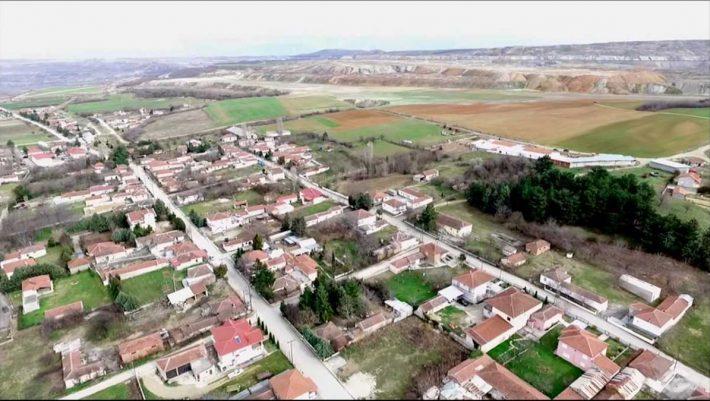 Το ελληνικό χωριό που βουλιάζει 1,5 πόντο τη μέρα πρέπει να χάσει τους κατοίκους του
