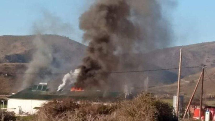 ΕΚΤΑΚΤΟ:Μεγάλη φωτιά σε εργοστάσιο φέτας  στα Τρίκαλα!