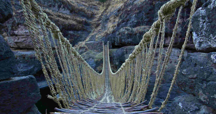 Ποιος τολμά να διασχίσει τη γέφυρα των Ίνκας στο Περού;