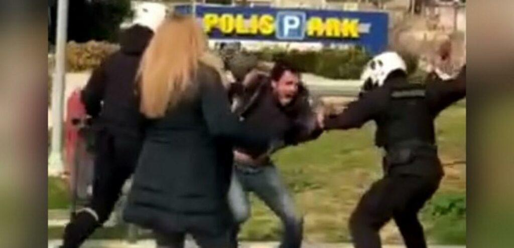 Βίντεο ντοκουμέντο :Απρόκλητη επίθεση αστυνομικών σε πολίτη