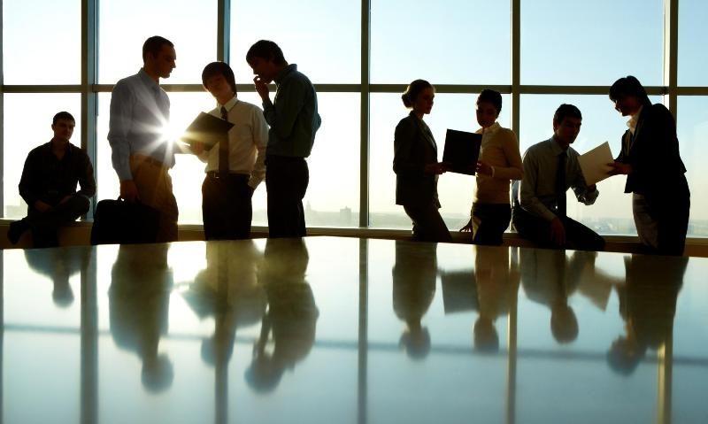 Ανατροπές στα εργασιακά: Καταργείται το 8ωρο, γίνεται «συμφωνημένο» 10ωρο & με ψηφιακή κάρτα