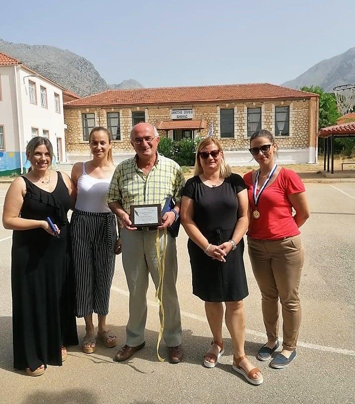 Σύλλογος Γονέων και Κηδεμόνων του Δημοτικού Σχολείου Κανδήλας :τίμησε τον εκπαιδευτικό και Διευθυντή κ. Αλέξανδρο Παπαναστάση