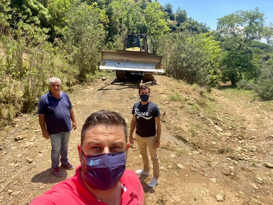Αράκυνθος: Συνεργεία της Περιφέρειας συνδράμουν στην αποκατάσταση οδικών προσβάσεων