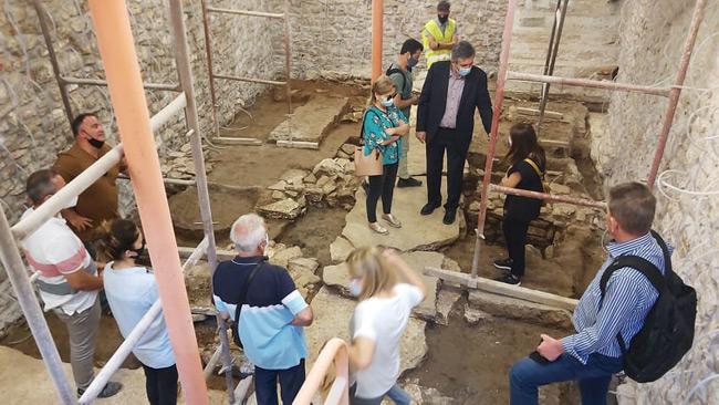 Σπουδαία αρχαιολογικά ευρήματα στα υπόγεια του ιστορικού Δημαρχείου Άρτας