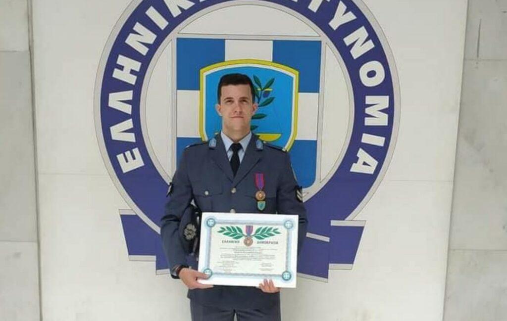 Με τον Αστυνομικό Σταυρό τιμήθηκε ο Αγρινιώτης Νίκος Κοντούρης- Έσωσε 48 άτομα στη φωτιά στο Μάτι