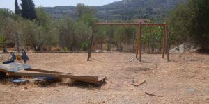 Σε άθλια κατάσταση η παιδική χαρά στο χωριό Καραϊσκάκη Ξηρομέρου